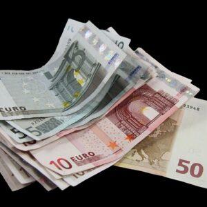Заявление о банкротстве иногда помогает получить невыплаченную зарплату. Автор/Источник фото: Pixabay.com.